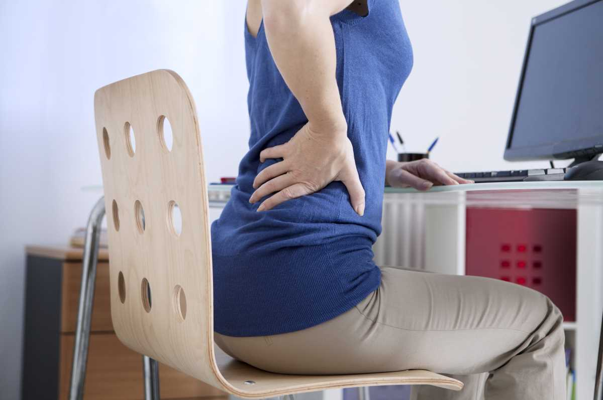 Woman-sitting-back-pain.jpg